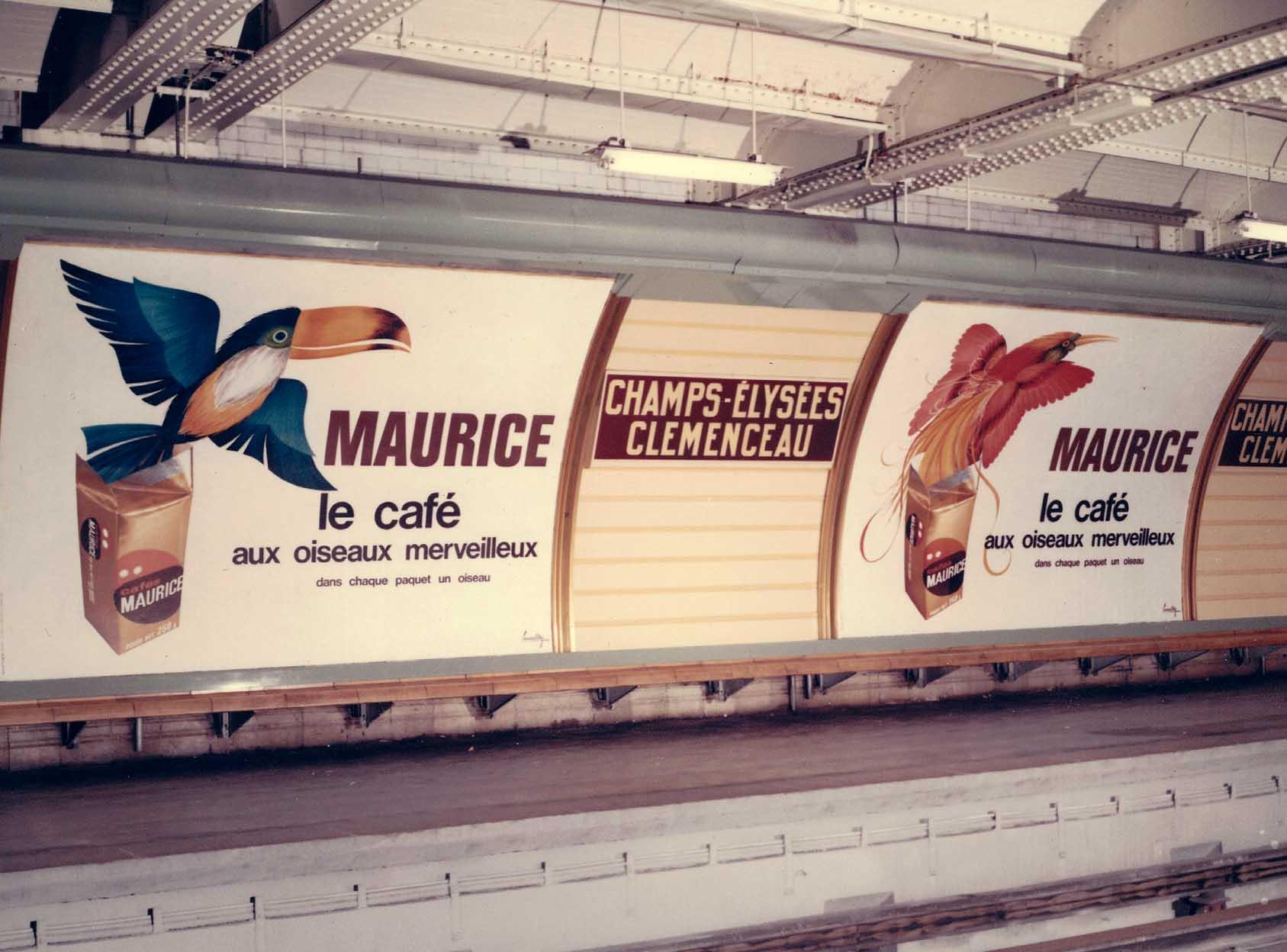 publicité station métro Champs Elysées
