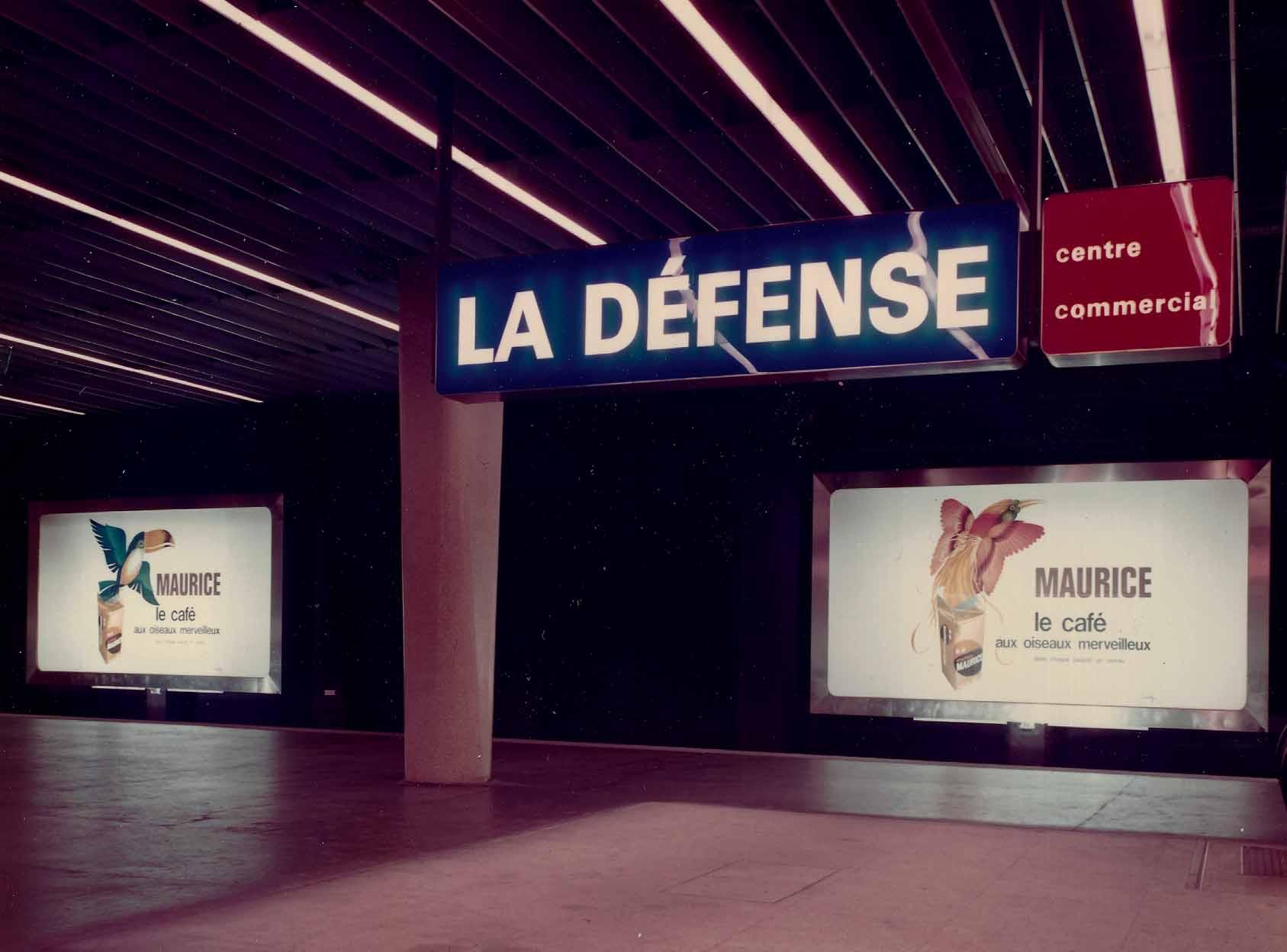 publicité station métro la Défense